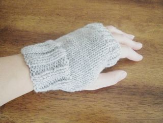 Quick and Easy Fingerless Gloves Knitting Pattern
